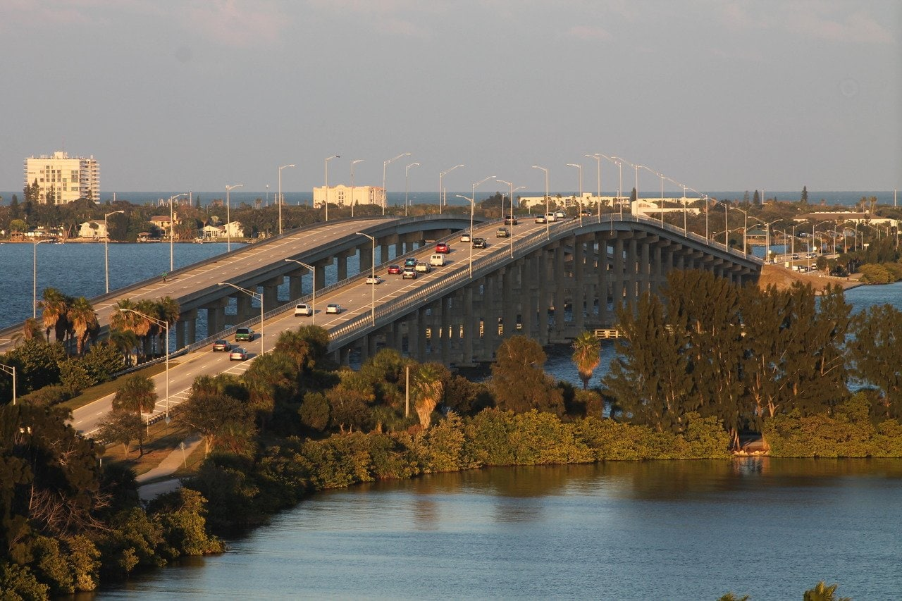 High rise bridge over the intracoastal waterway