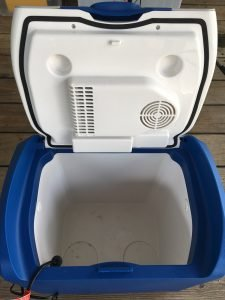 Thermo-electric (iceless) cooler